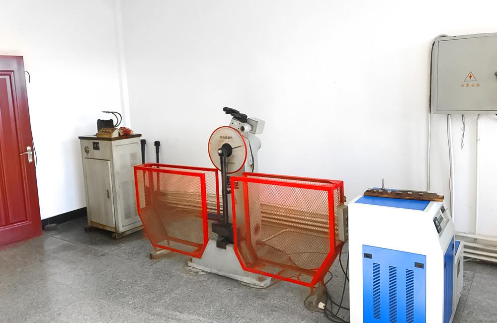 金属冲击试验机